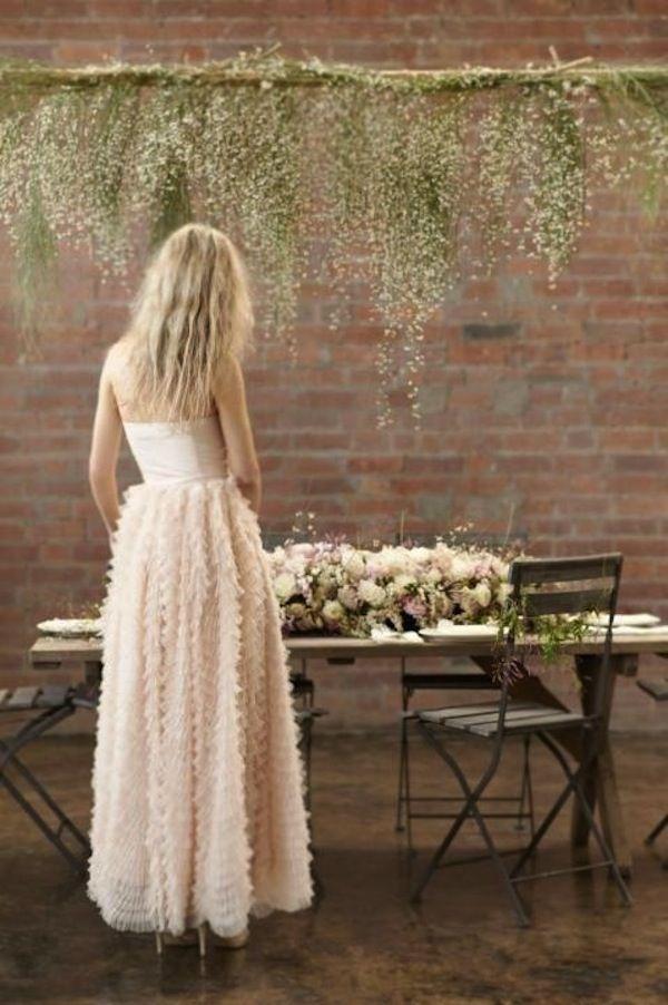 Centros de mesa colgantes. Hermosos arreglos florales para boda rústica.