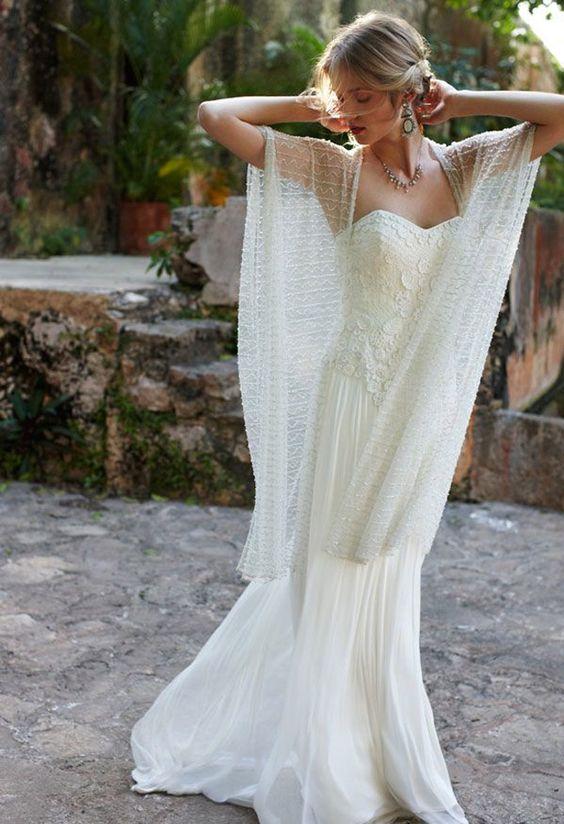Boho chic dress for a garden wedding. Un look bohemio chic para este vestido de novia va perfecto con una boda en jardín.