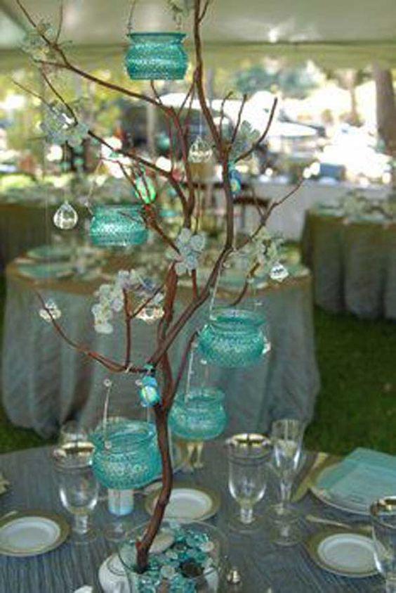 Una boda clásica en azul con centros de mesa para bodas en verano elegantes y originales.