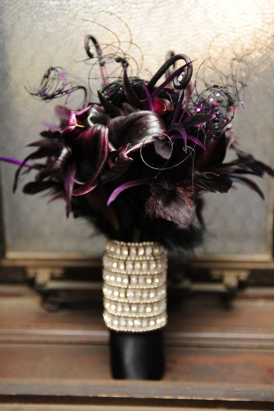 Cala lillies en negro para una boda goth.