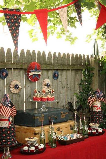4th of July vintage-themed dessert wedding table. I'm in love!