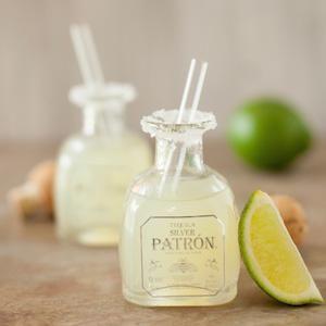 Botellas de tequila en miniatura.