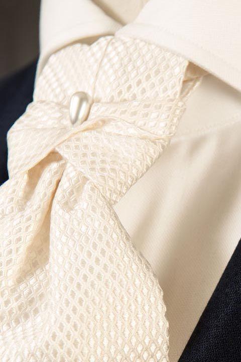 Detalles para la corbata del novio 2016-2017.