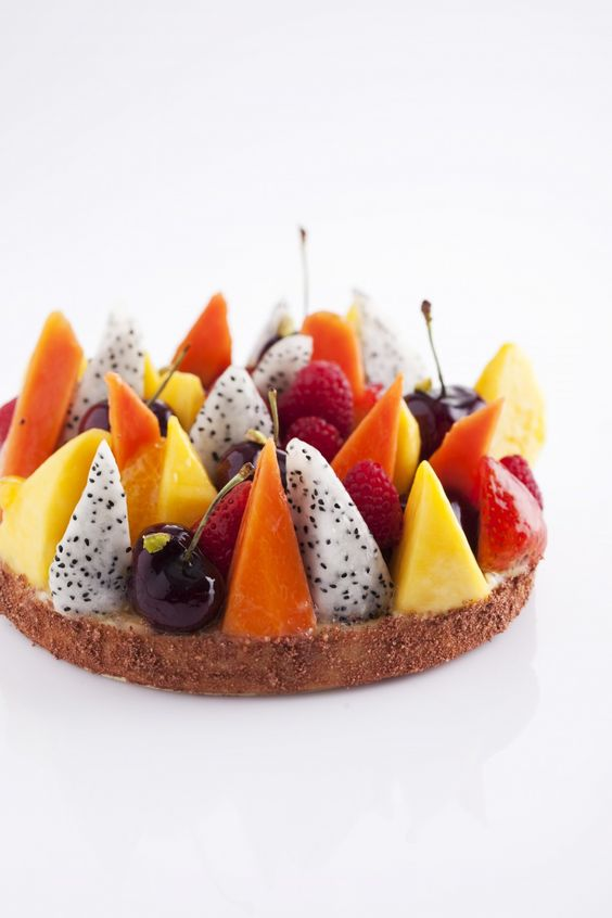 Fresh fruit pies. Tarte aux fruits.