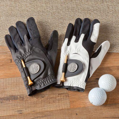 Regalos para padrinos de boda golfistas: marcador y guante de golf via Etsy.