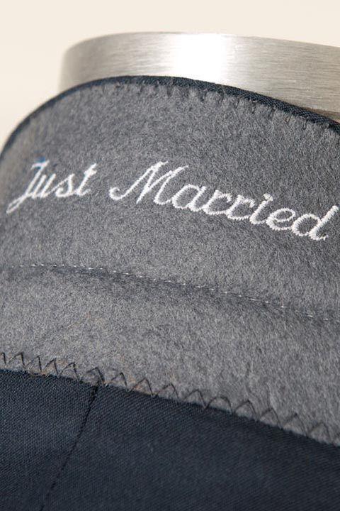 """¿Qué opinas de un detalle bordado con la leyenda """"just married"""" en el cuello de tu saco? Scabal 2016."""