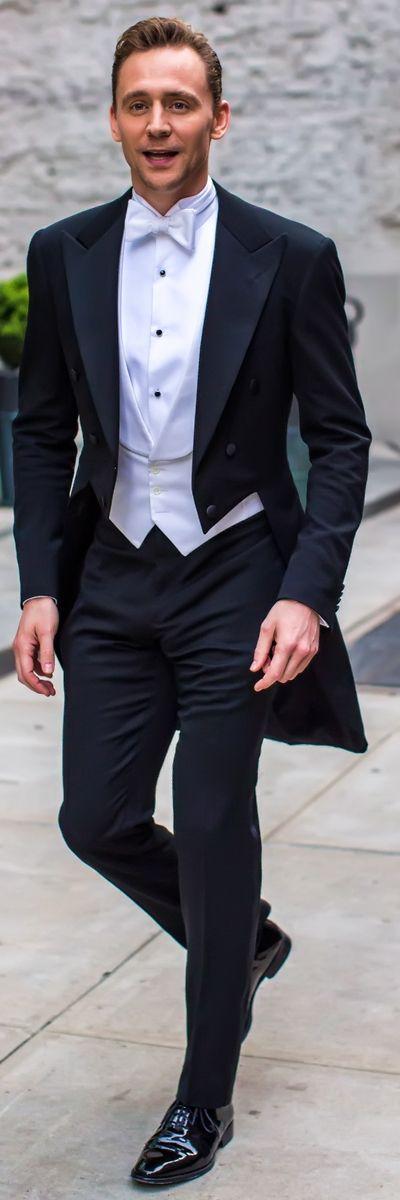 Tom Hiddleston el actor británico conocido por el film The Avengers. Tom Hiddleston heads to the Met Gala on May 2016. Fuente Torrilla Weibo.