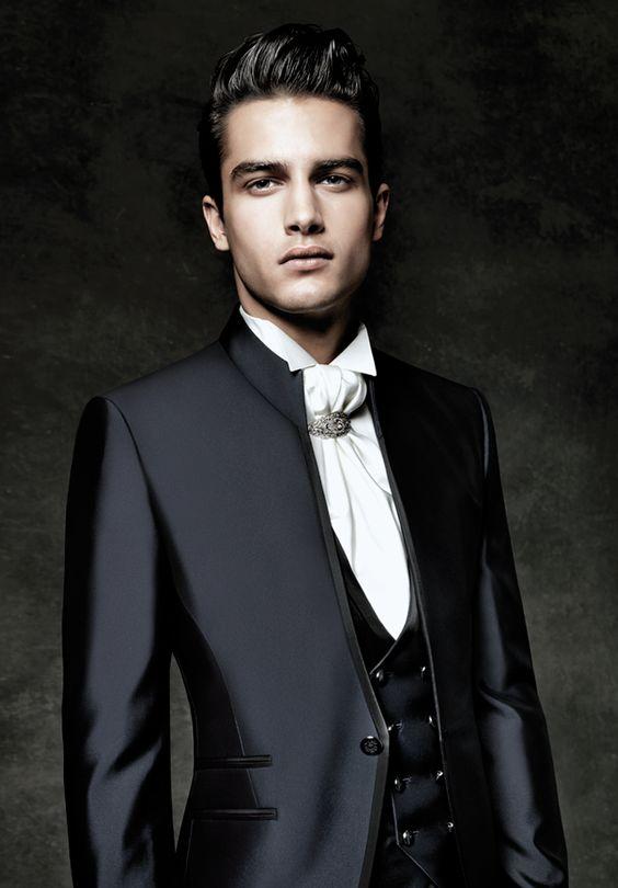 Trajes para novio de la colección de Carlo Pignatelli. Elegante, detallista y protagonista junto con la novia.