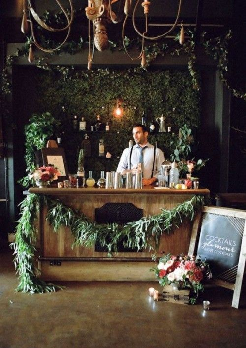 Decoración romántica de barra de bebidas para bodas.