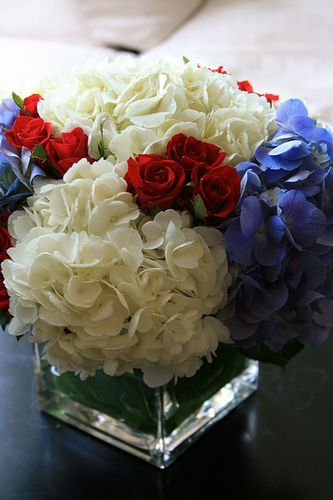 Hydrangeas and mini roses can be used as a patriotic table setting.