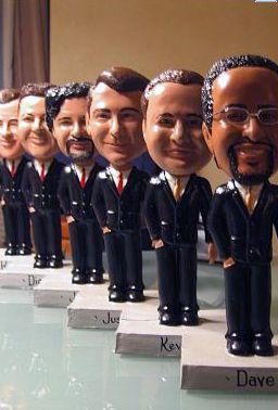 Muñecos bobble heads: un regalo que tus padrinos atesorarán.