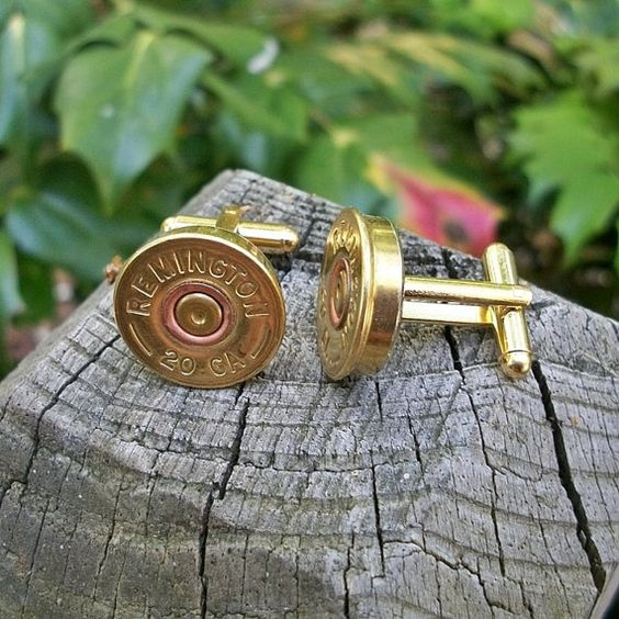 Regalos para padrinos de boda. Una bala de remington hecha gemelos. Una para el novio y otra para su best man.
