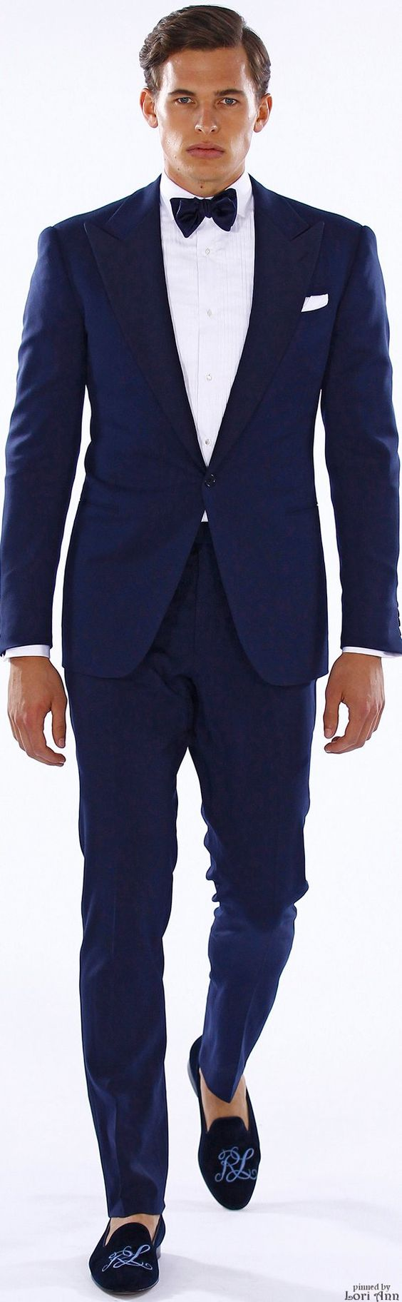 El tuxedo en azul esta totalmente en boga. Ralph Lauren 2016. The Blue tux is officially all the rage.