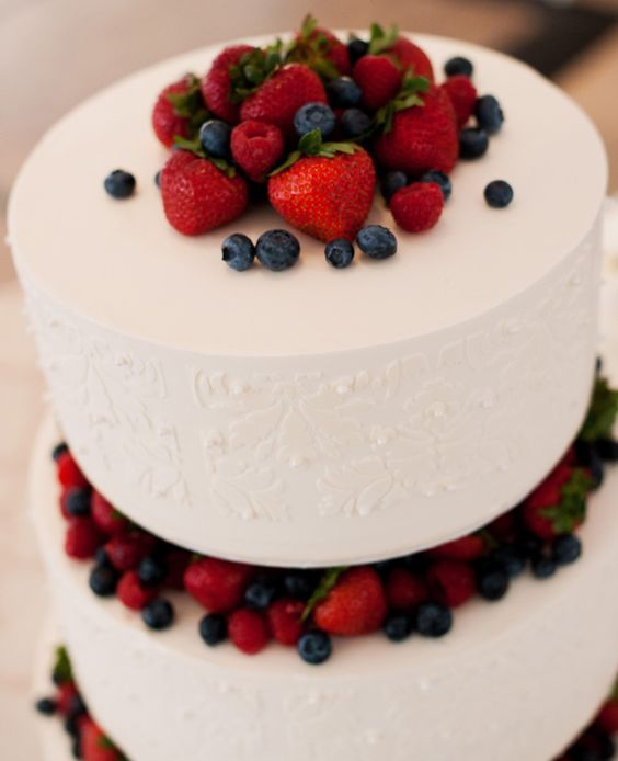 Wedding cake decorated with strawberries and blueberries to honor the 4th of July. Photography: Brinton Studios.