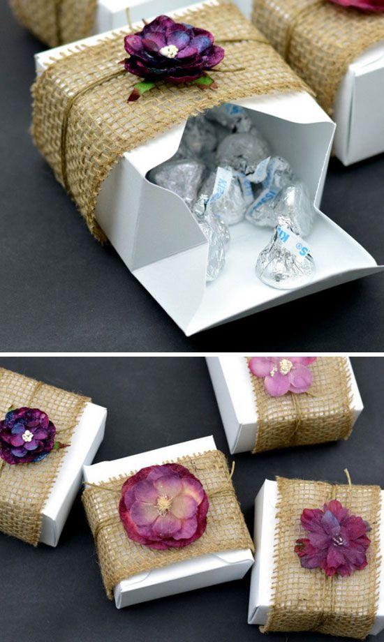 Cajitas florales con arpillera. Rellénalas con tu dulce favorito. Burlap & Floral Rustic DIY Gift Boxes.