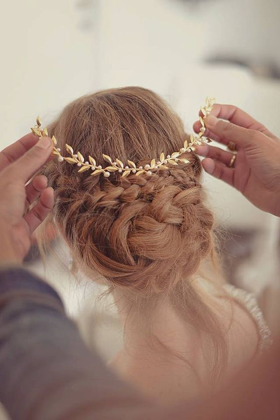 Gorgeous gold leaf bridal tiara.