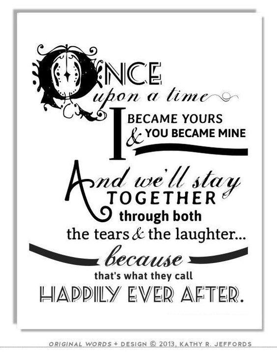 Happily Ever After o Había una vez Una frase super linda que puedes agregar a tu invitación o como decoración en el salón de bodas.