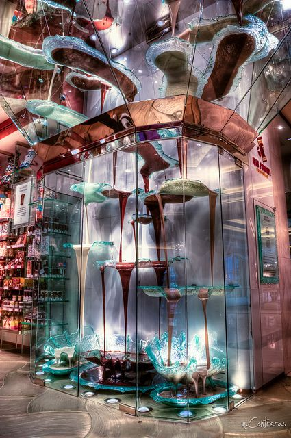 The world's largest chocolate fountain. Photography by M.Paparazzo on Flickr.