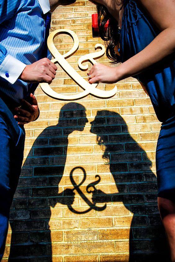 """Más y más parejas están incluyendo la sombra y la silueta en sus fotos su compromiso o una sesión de """"Save-The-Date""""."""