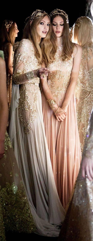 Pantalones para novias que parecen vestidos para la ceremonia religiosa. Entre bastidores con Elie Saab. Encajes, bordados, vestidos elegantes y magníficos.
