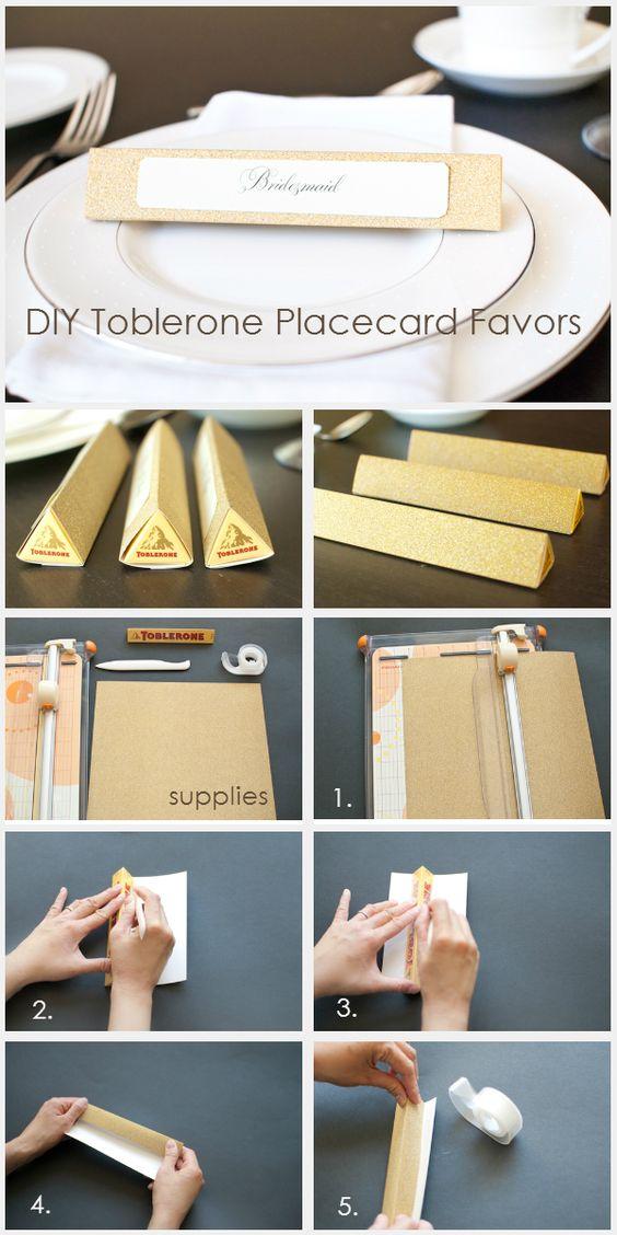 Recuerdos de boda con paso a paso dos en uno con Toblerones. Cute idea for combining placecards with wedding favors.