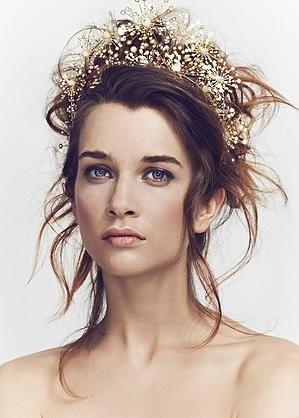 Accesorios de novia vanguardistas inspirados en la alta costura y las bellas artes de Luna Bea.