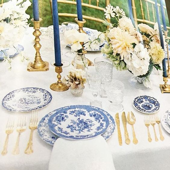 Blue and gold wedding ideas 2017. Delicate, airy and perfect for an outdoor wedding. This would be a great table setting for a beach wedding.