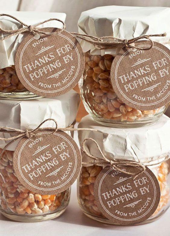 Edible and original wedding favors.