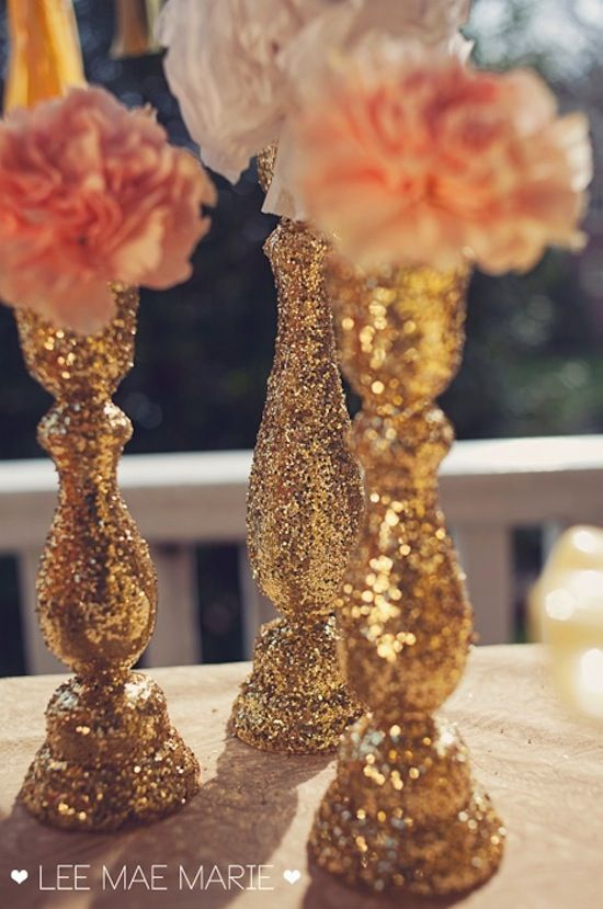 Decorate your own gold wedding centerpieces with glitter and make your wedding reception unique.