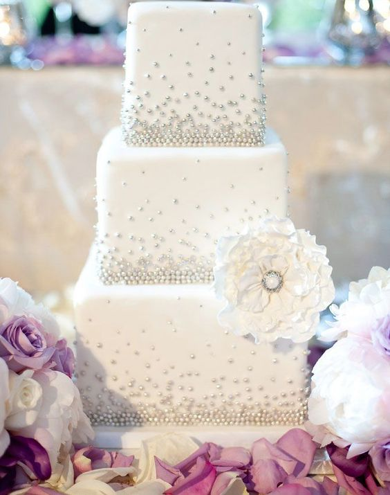 Add a glamorous touch to your wedding reception with a lavish and elegant wedding cake.