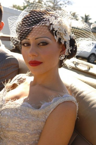 ¡¡Maravilloso!! Esta es la idea del look Gatsby, con la red y los labios rojos, con un detalle al costado.