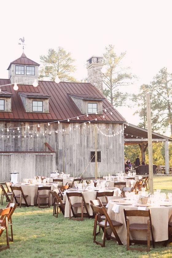 Outdoor reception ideas for barn weddings.