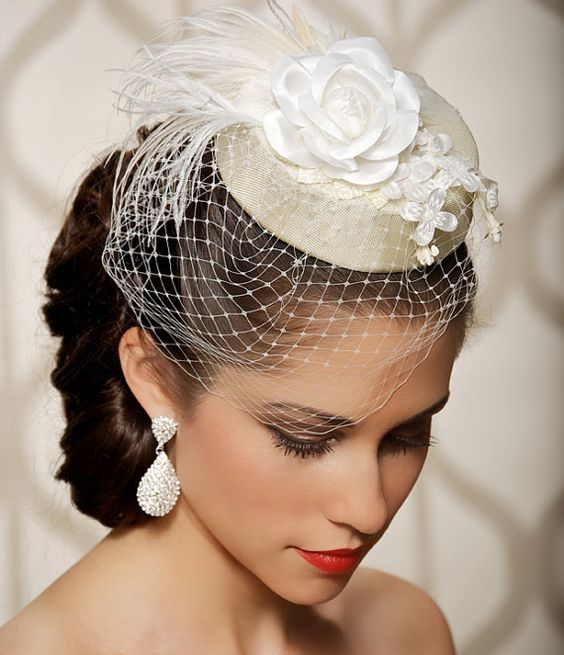 Hermoso sombrero estilo pillbox elegante y prolijo muy años 20.