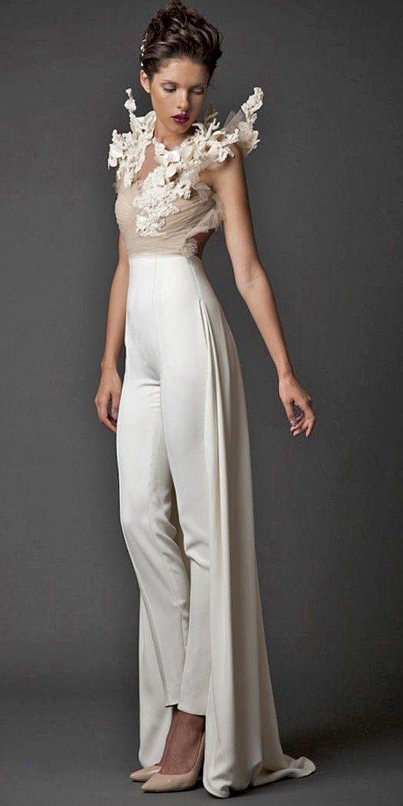 Los vestidos de novia con pantalones son ideales tanto si eres una novia tomboy en busca de algo que te represente mejor, una mujer de avant garde, o una pareja del mismo sexo. Krikor Jabotian.