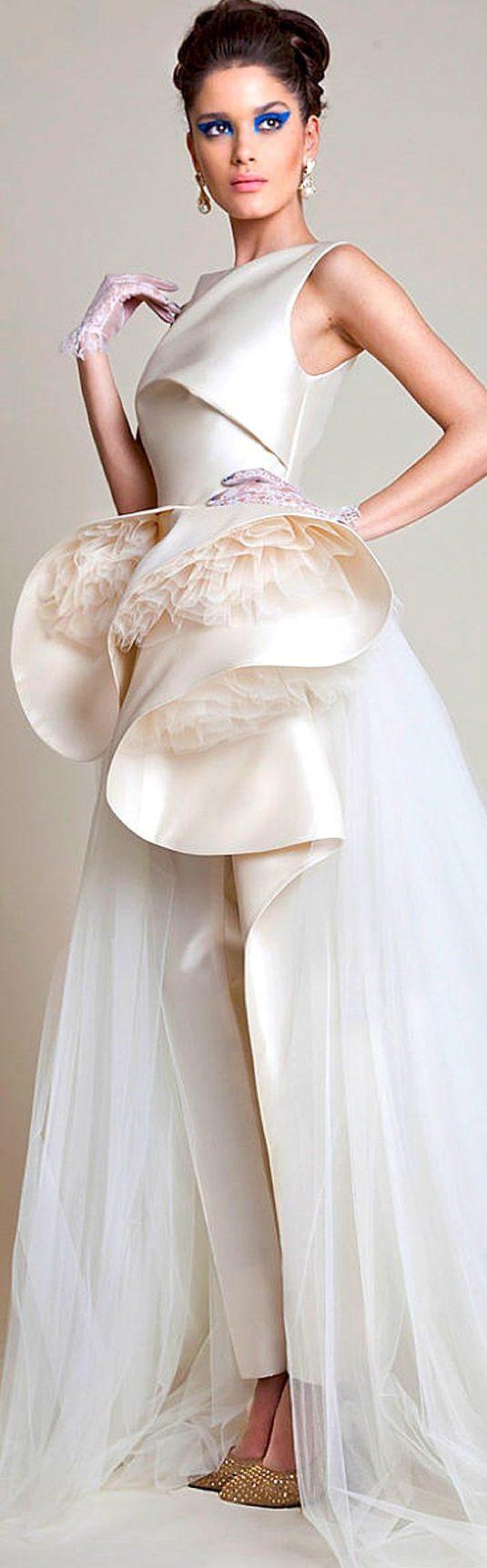 Azzi Osta, vestidos de novias con pantalones para el civil.