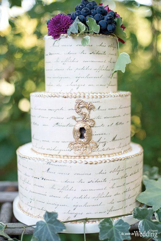 A wedding cake that has nothing of traditional. Love the vintage touch given by the cameo, the writing of the vows, and the silver pearls. A creation of Frost Cake Co. Photography: Krista Fox Photography.