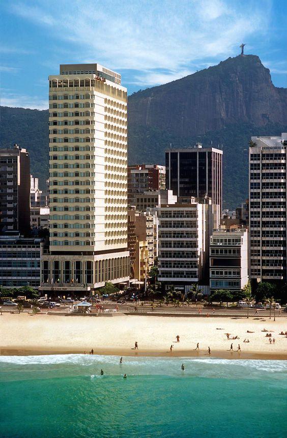 El Caesar Park Ipanema es uno de los mejores hoteles de Río de Janeiro. Su ubicación frente al mar y la proximidad a las mejores tiendas de la ciudad y restaurantes lo convierten en el destino perfecto para tu luna de miel.