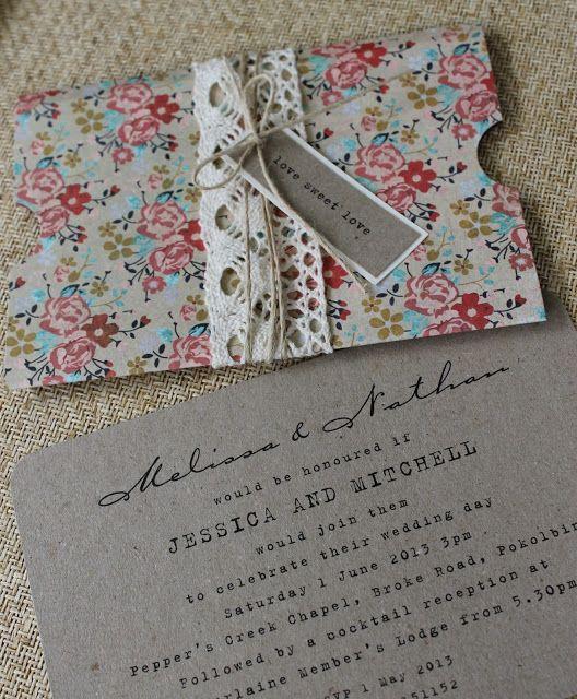 Invitaciones de boda en gris con rosa muy vintage.