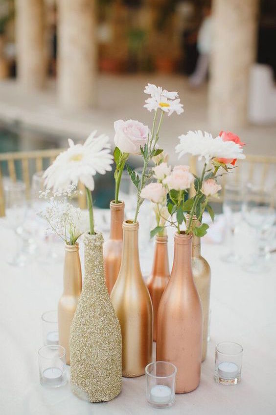 Sparkly details for a gold wedding.