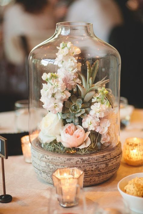 Affordable wedding centerpieces original ideas tips diys for Floral arrangements for wedding reception centerpieces
