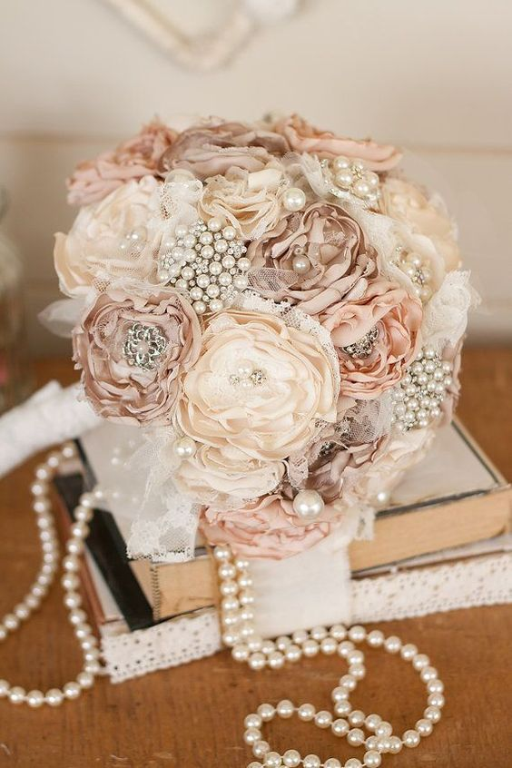 Vintage wedding ideas with pearl details.