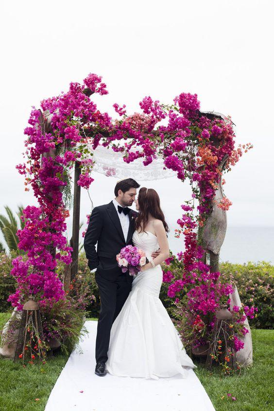En Bel Air y organizada por Alchemy Fine Events esta boda combina lo último y mas glam en tonos de joyas.