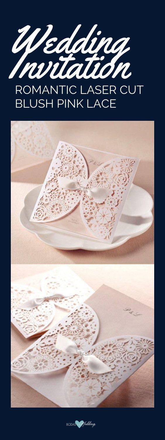 Invitación romántica en rosa pálido y corte láser.