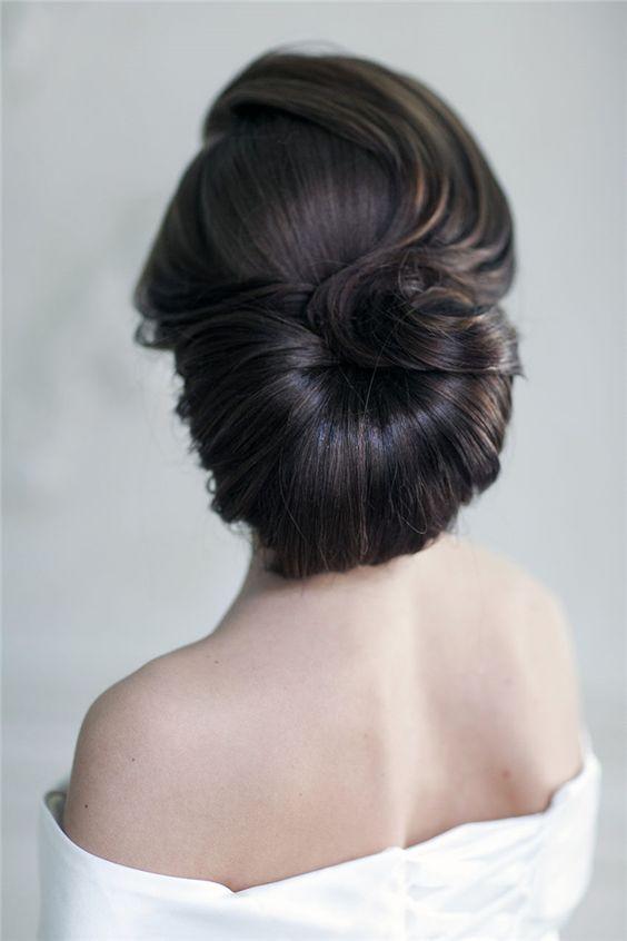 Peinados de novia con inspiración vintage retro.