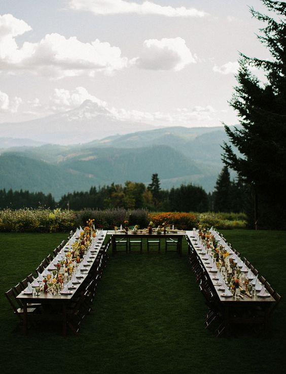 Oregon wedding with a U-shaped table.