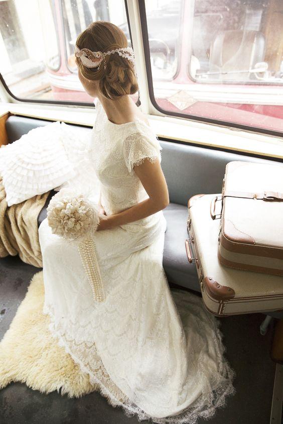 Como ahorrar en una boda: Usa el vestido de la abuela ¡viva vintage! Fotografía de Tausendschon Photographie