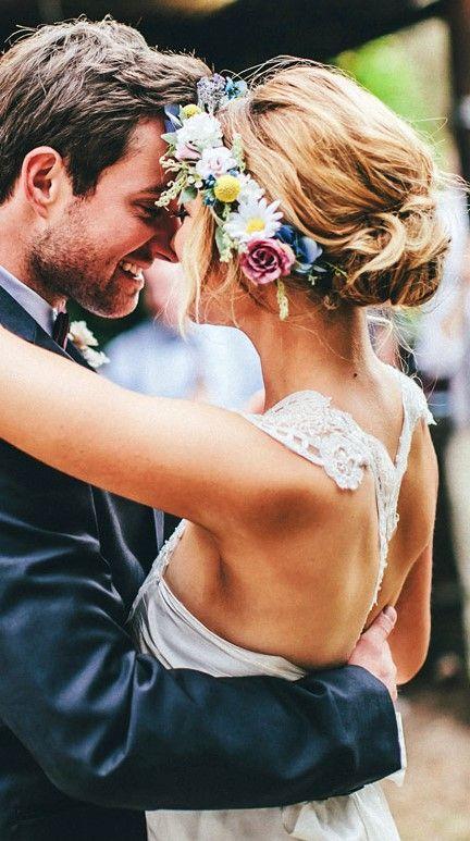 Ideas de moños bajos despeinados para novias para el dis de su boda (y para el resto de sus vidas)