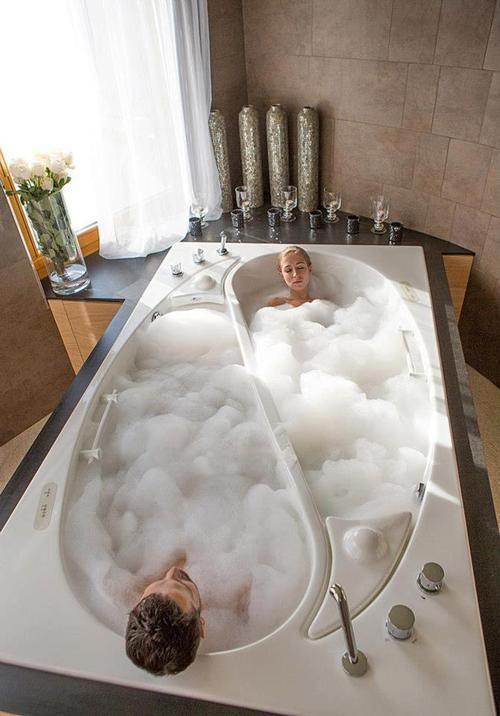 Los jacuzzis son una muy buena opción para reparar energías, al igual que las piscinas con agua caliente.