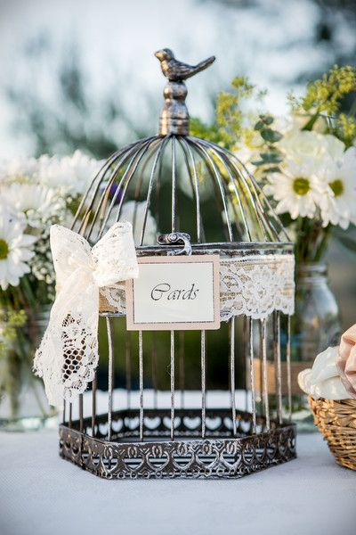 Una jaula shabby chic como libro de firmas - deja que tus invitados agreguen notitas. A shabby chic birdcage to place all the wedding cards! Evan Chung Photography Venue: The Mountain Winery - California