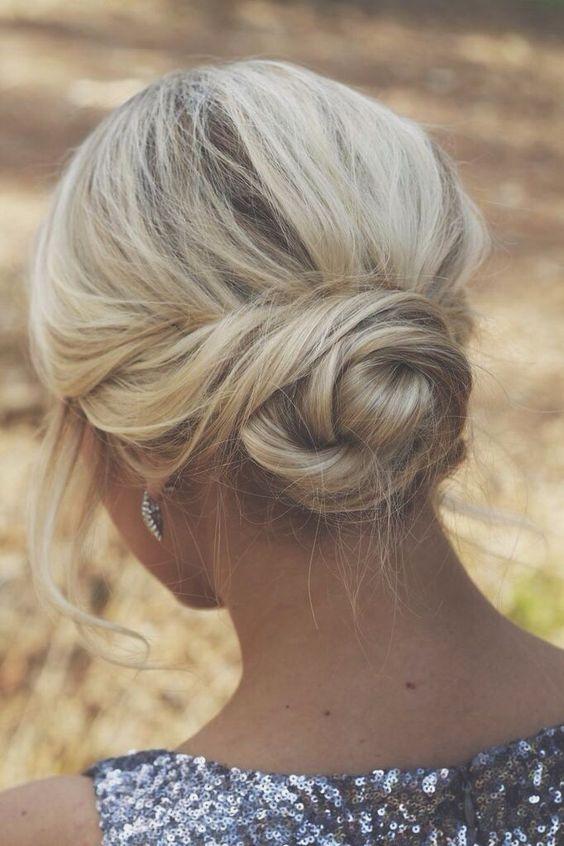 Los peinados con pelo largo son considerados como un símbolo de gracia y encanto.